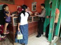 Kunjungi Pasar Ngopak Bripka Aftoni Ingatkan Pedagang Pembeli Dan Jukir Agar Waspadai Tindak Kejahatan