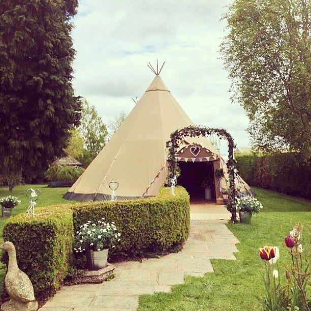 I think I've found what I want for my wedding!!!!!! Tipi wedding!!! Yes yes yes!!!