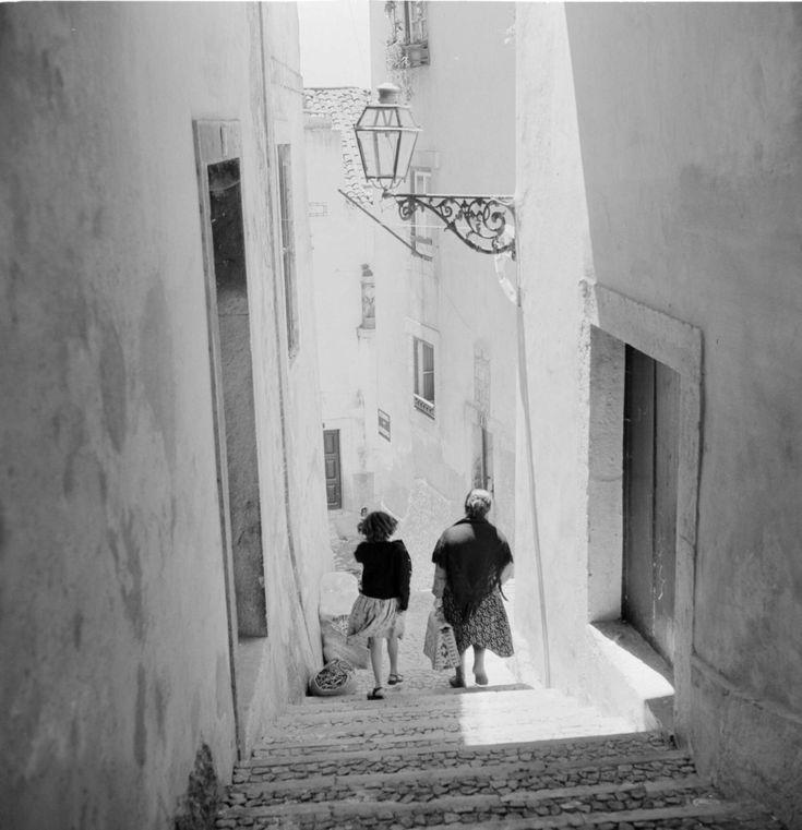 Lisboa revisitada. Alfama, década de 60.