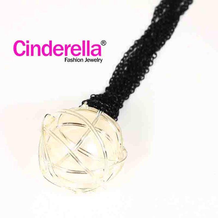 Kalung Rantaidengan motif rantai berwarna emas dan hitam berkualitas tinggi, cocok bagi ladies yang menyukai gaya unik. Cocok digunakan untuk sehari-hari, Formal maupun hangout, pesta. yuk keepFashionableandModiswithCInderella ^ - ^