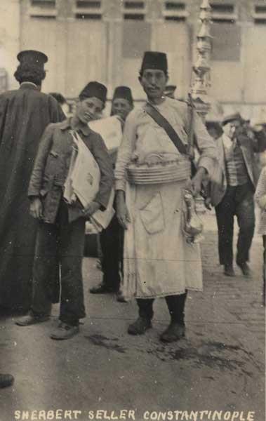 Şerbetçi ve gazete satan çocuk. - Sherbert & Newspaper sellers, Constantinople.