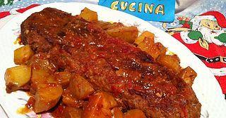 Ingredienti: 300g carne macinata di manzo, 280g carne macinata di maiale, 2 uova, 70g gallette di riso sbriciolate, 50g grana grattugiato, 120g emmenthal a fettine, 90g prosciutto cotto affumicato aff