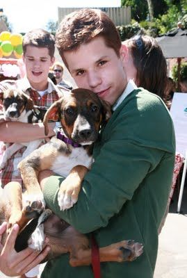 """""""Desperate Housewives"""" Stars Max and Charles Carver Pose with Puppies"""