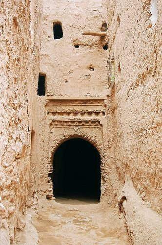 Narrow alleys of Tinerhir, Morocco
