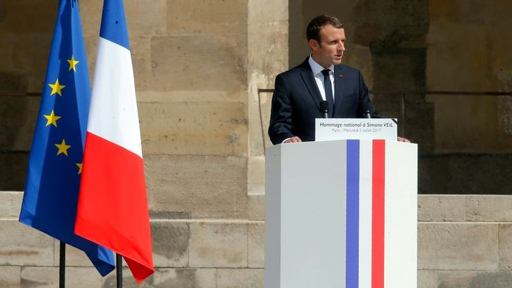 Macron président a gardé son pupitre de candidat mais va changer