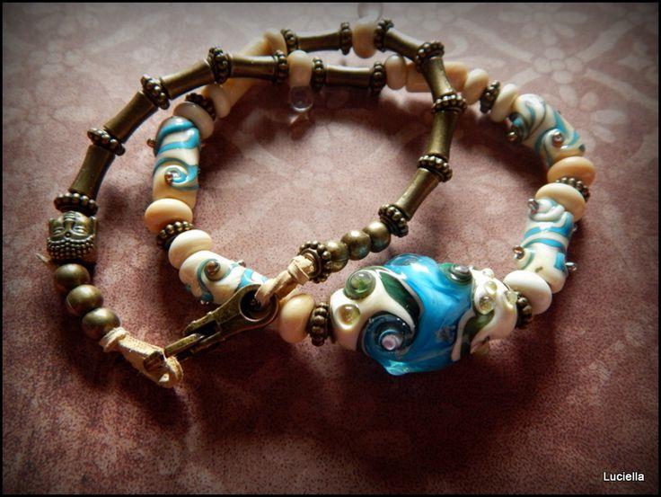 Talisman Malé mořské víly Autorský náhrdelník z originálních vinutých korálků.V kombinaci s bronzovými korálky a komponenty. Velice elegantní.