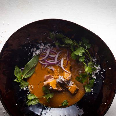 Asian coconut tuna curry