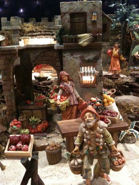 Fontanini Christmas nativity display ideas.