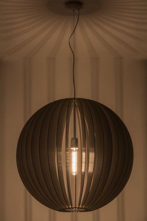 Geschikt voor LED . Eenvoud siert! Deze indrukwekkende XL hanglamp (70 cm) is simpel van vormgeving maar door de juiste combinatie van materiaal en kleur is er een schitterende lamp ontstaan. Deze hanglamp is gemaakt van donker hout. De houten elementen worden zonder lijm of schroeven eenvoudig in elkaar geschoven. (De lamp wordt als bouwpakket geleverd.)  Home interior lights / online shop : click on this link www.rietveldlicht.nl