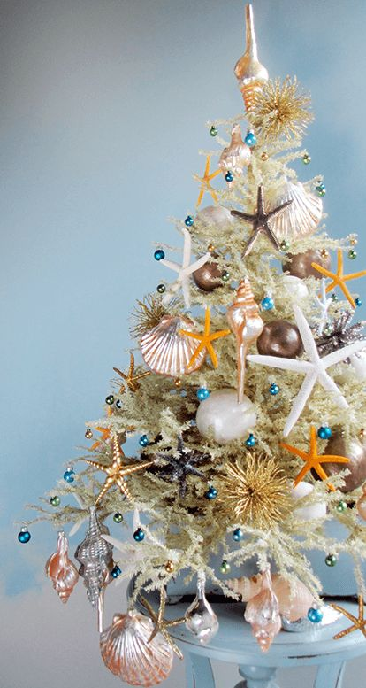 504134.6k Tree decorator Darryl Moland creates the most marvellous mini trees for Christmas as well as for other holidays and occasions, and I found two Christmas trees that are inspired by the beach. Capturing the feeling of summers by the beach, this Mini Beach Christmas Tree combines an assemblage of mercury glass shell ornaments, starfish …