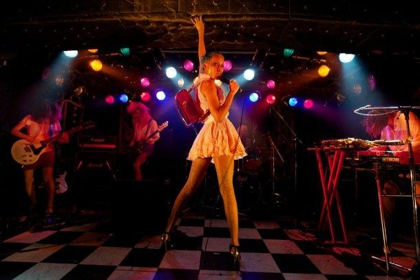 戸川純×女王蜂の新旧「姫様」対バンに満員の観客が興奮