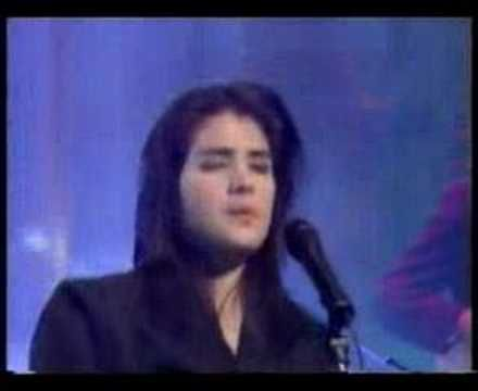 Tanita Tikaram - Twist in my Sobriety - from Germany, man does she ever look like Elvis