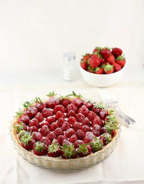strawberry/chocolate/mascarpone tartMascarpone Whipped, Reluctant Relationships, Strawberries Mascarpone, Strawberries Seasons, Cream Tarts, Purchase Strawberries, Purcha Strawberries, Whipped Cream, Strawberries Tarts