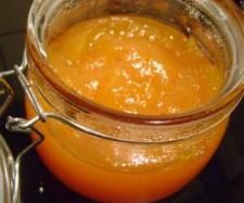 MARMELLATA DI ZUCCA, MELE E ARANCE 200 gr di mele sbucciate e tagliate - 100 gr di zucca pulita e tagliata a pezzi - 200 gr di arance pelate a vivo senza semi . un limone pelato a vivo - 200 gr di zucchero - 1 cucchiaio di miele