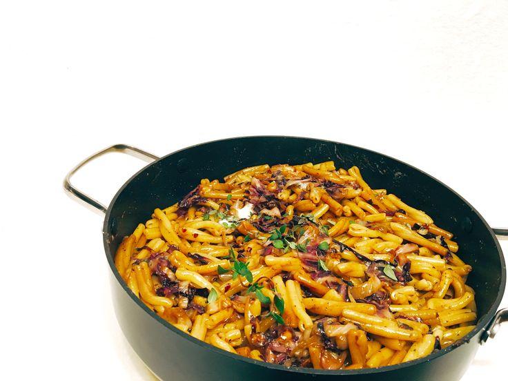 Pasta mit Radicchio, Balsamico, Haselnüssen und Blauschimmelkäse  #Cucina Italiana #Pasta #Radicchio #Slowfood #Vegetarisch