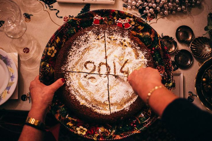 """Το κοπή τη πίτα Το πιο γλυκό """"τυχερό"""" έθιμο! #arive #photo #20_01_2014 http://ow.ly/sKig2"""