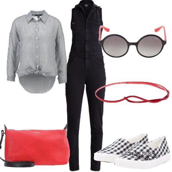 Tuta intera con abbinata una camicia annodata in vita che può fare anche da giacchetto. Accessori con particolari rossi completano questo insieme adatto per tutti i giorni. Veste bene anche le più piccoline di statura.
