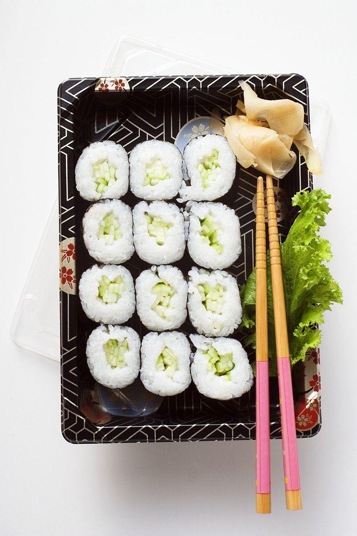 Sushi mit Gurke  Zeit: 30 Min.   http://eatsmarter.de/rezepte/sushi-mit-gurke