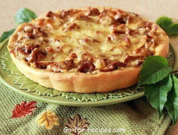 Pie with potatoes and mushrooms.