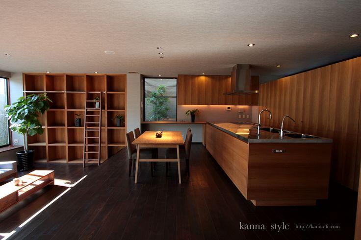 大阪K邸チークアイランドキッチン。背面収納とカウンター収納など全てオーダーで製作。 | kanna
