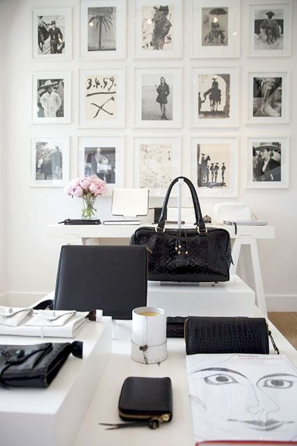 .Offices Spaces, Black And White, Work Spaces, Decor Inspiration, Black White, White Office, Gallery Wall, Frames Photos, Home Offices