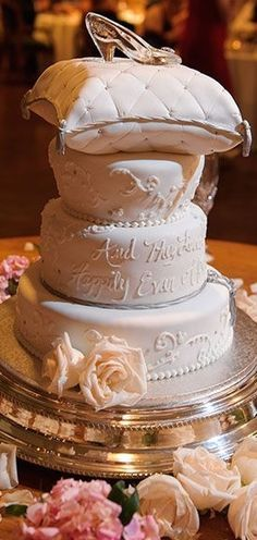 How stunning is this wedding cake