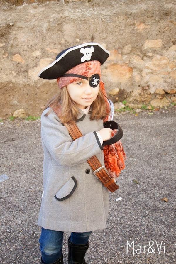 Disfraz de pirata: 8 ideas para un disfraz casero Cómo hacer un disfraz de pirata. 8 ideas para acer un disfraz de pirata casero, para niños y niñas. Disfraces caseros para Halloween.