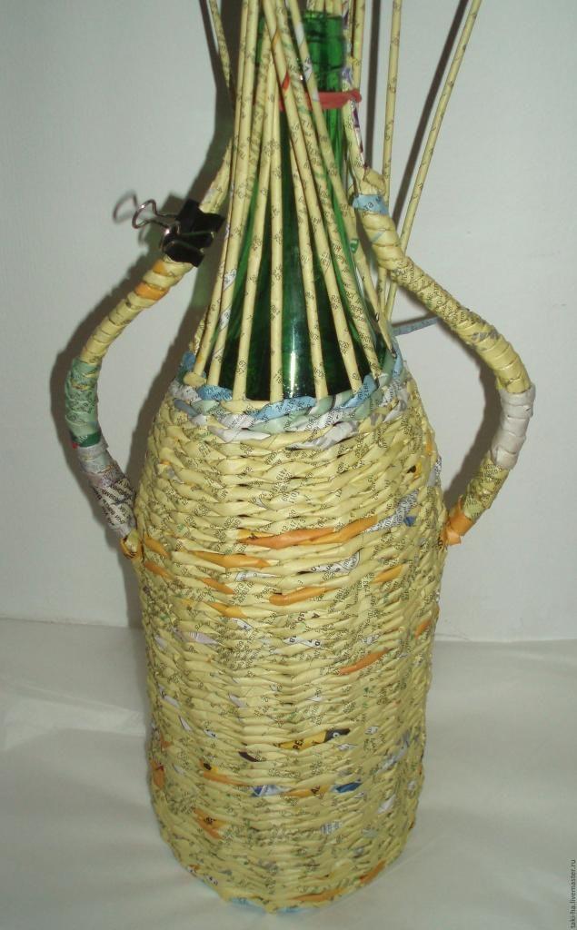 В каждом доме не бывают лишними всякие коробочки для хранения и просто красивые бутылочки, баночки, шкатулочки. Как сделать обыденные вещи красивыми, оригинальными и чтобы было ненакладно для семейного бюджета? Конечно своими ручками! В этом мастер-классе покажу как оплести бутылку без донышка. На самом деле, форма может быть любая другая (баночка, вазочка, цветочный горшок).
