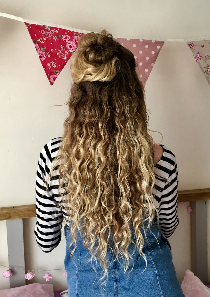 I did it... My hair is finally how I want it :) Natural curly hair blonde balyage long wavy half up half down dungaree dress stripes
