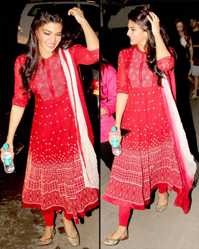At the screening of Kick, the Fashionista looked gorgeous in a simple red and white Ankur and Priyanka Modi anarkali dress. She opted for open hair and mojris to complete her look.