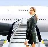 assistente di volo : assistente di volo vicino a muoversi bella rampa in aeroporto