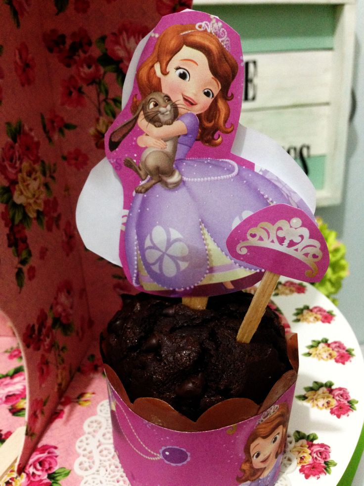 Princess Sofia birthday party cupcakes