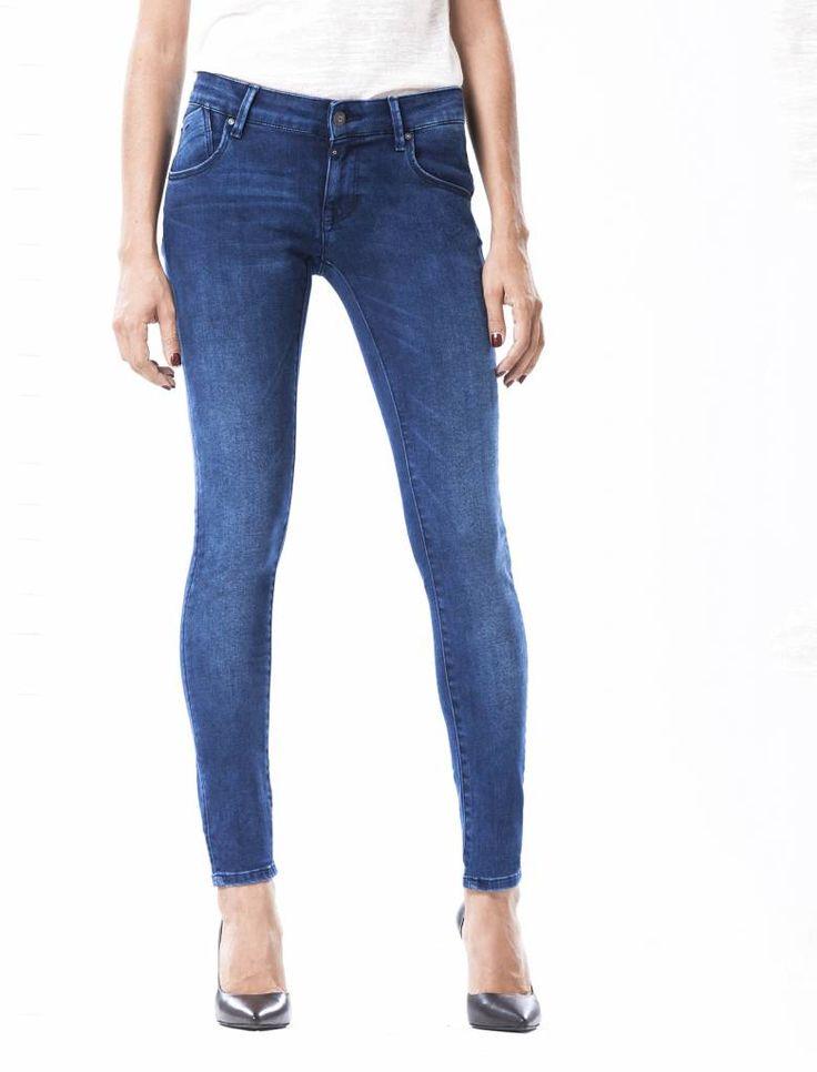 Gina Cobalt Vintage Blue Push-up Jeans  Description: Cup Of Joe is een denimlabel dat al dertig jaar te boek staat als een betaalbaar brand. COJ haalt zijn inspiratie uit de fijne vaak kleine dingen des levens. Daar jeans deel uitmaakt van ons dagelijks bestaan moeten we er net zo van genieten als bijvoorbeeld ons gebruikelijke kopje koffie. Dat is het motto.Of je nu een vintage een versleten indigo of zwarte strakke jeans wilt - bij voorkeur een exemplaar dat je dag en nacht kunt dragen…