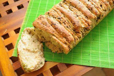 Chleb czosnkowo-ziołowy odrywany - idealny do grilla