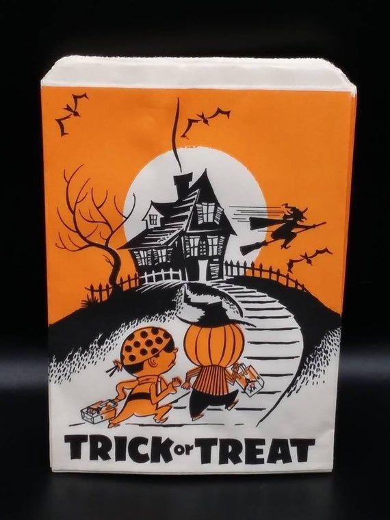 Vintage 25 Halloween Party Favor Bags Vintage Trick Or Treat Etsy In 2020 Vintage Halloween Cards Vintage Halloween Decorations Vintage Halloween Greeting Cards