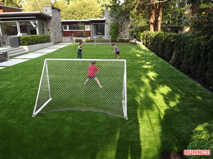 Artificial turf - This is how you keep your  backyard looking perfect! #BURNCO #artificialgrass #backyard #landscaping