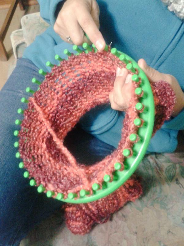 Haciendo un cuello con el telar redondo