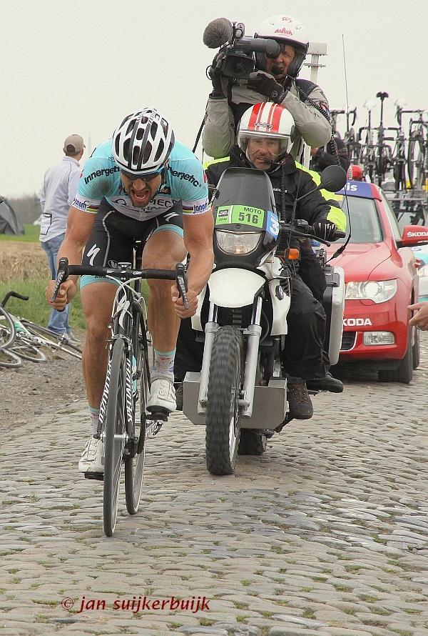 Tom Boonen op weg naar overwinning in Parijs-Roubaix 2012
