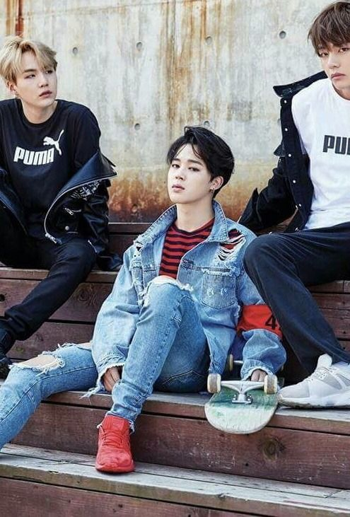You know why it's been so long since jiminie had black hair? 'cause bighit knows we can't handle that shit, it's just unreal how fucking good he looks with black hair
