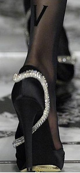 Valentino F/W 2007  http://gtl.clothing/a_search.php#/post/Versace/true @gtl_clothing #getthelook