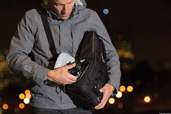 Lowepro Slingshot cameratassen behoren tot de populairste fototassen. En dat is niet voor niets. Slingbags zijn ideaal geschikt voor allround gebruik. Tijdens reportages, in de stad, voor urbex, onderweg... met een slingbag ben je altijd klaar voor actie. Veilig, handig en snel in gebruik. De compleet nieuwe Lowepro Slingshot Edge 150 AW en 250 AW bouwt voort op die reputatie. #lowepro #slingshot #cameratas #slingtas #slingbag #fototas