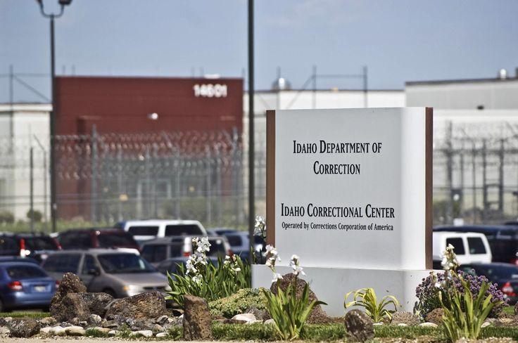 NASHVILLE, Tennessee, EE.UU. (AP) — El operador de prisiones privadas más grande de Estados Unidos dice que puede proveer los centros de detención adicionales que probablemente se necesitarán después de los decretos sobre migración firmados por el presidente Donald Trump.