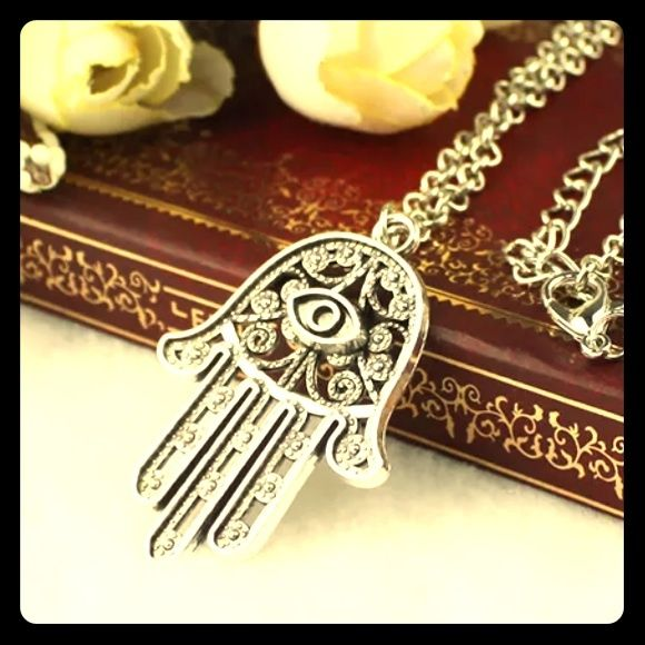 Chic necklace Love this silver necklace Jewelry Necklaces