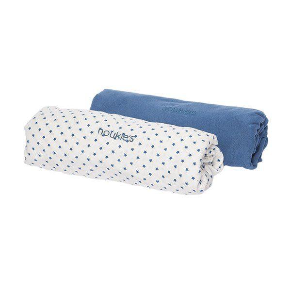 Le drap housse bleu céleste en coton de chez Noukie's tiendra bébé bien au chaud sans faire augmenter la température... #draphoussebleuceleste #draphouse70x140 #draphoussenoukies #noukies #noukies #