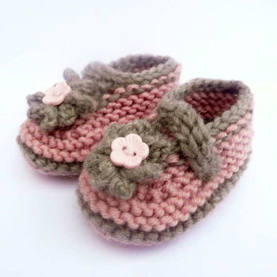 BOOTIES Knitting PATTERN Instant Download - Simple Seamless Cute Classic Baby Shoes
