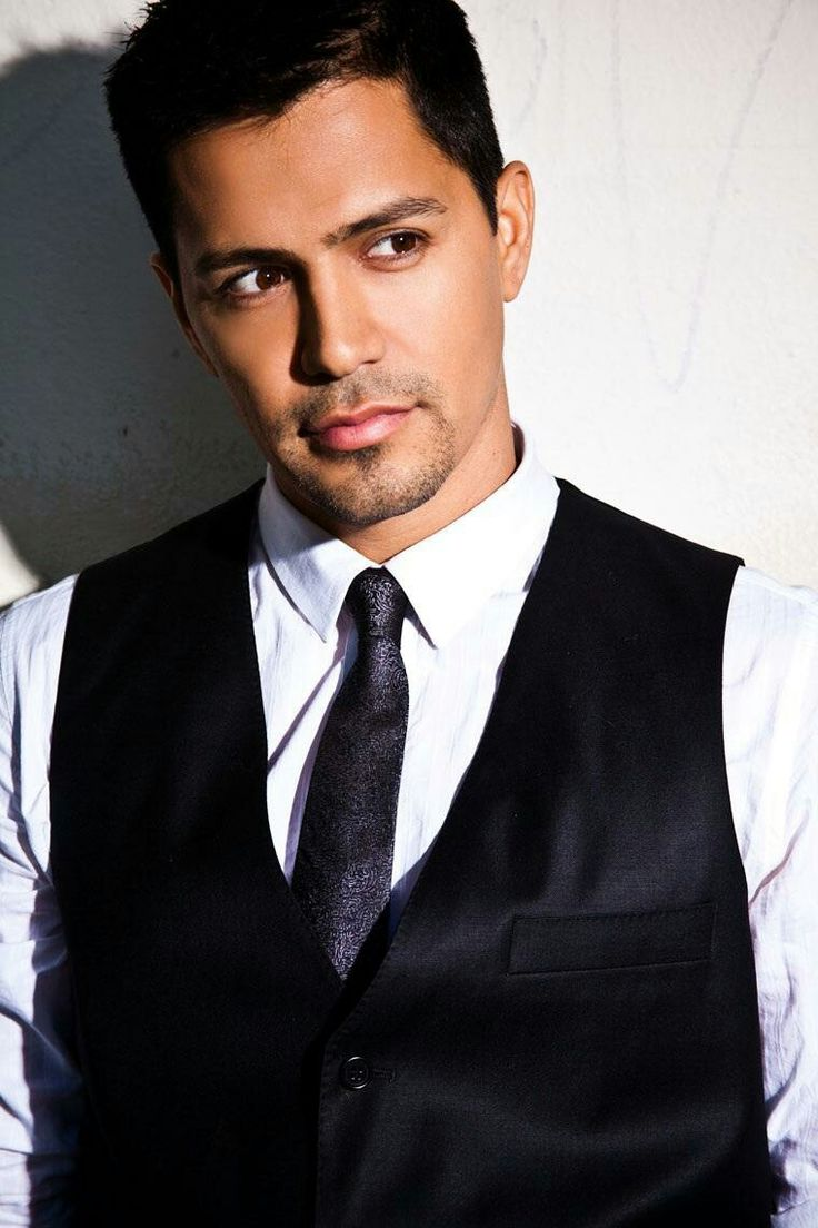 Jay Hernandez. This man is gorgeous. Excited he's joined the cast of Scandal.