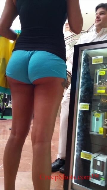 Candid pawg in yoga pants 1