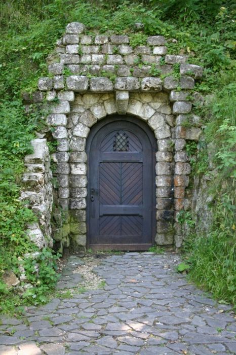 If I could, I would have so many hidden spaces, secret gardens, and hill entrance escapes!
