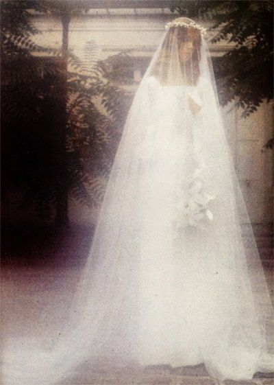 jean shrimpton. vogue italia magazine, circa 1970s. photo by david bailey.: A Mini-Saia Jeans, Italian Vogue, Bride Long, Italia Magazines, David Baileys, Vintage Photography, Jeans Shrimpton, Butter Vintage, Color Photography
