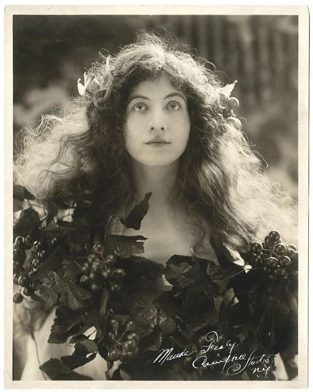 Ophelia❓❤ Actress Maude Fealy photographed by the wonderful Rudolf Eickemeyer Jr. I have seen it dated to 1910 but I think it could be earlier (though still possible as Maude Fealy would only have been 27 in 1910). (I really should look through Eickemeyer's timeline)  #maudefealy #victorian #edwardian #1900s #Ophelia #muse #rudolfeickemeyer #vintagemuse #portrait #dramatic #hair